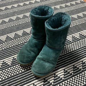 UGG Women's Green Mid Rise Boots